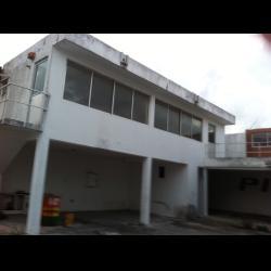 Edificio  con oficinas en Talleres