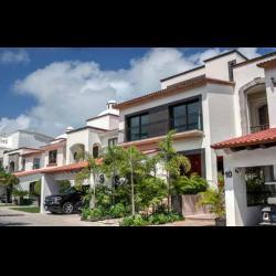 Magnifica casa en venta en Residencial Las Quintas, Zona Hotelera, Cancún