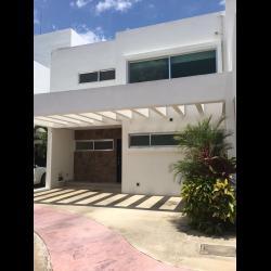 Preciosa casa en renta, residencial Palmaris Cancún